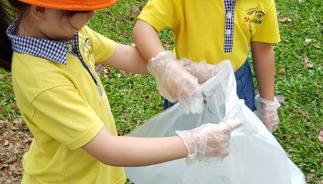 Skool4kidz @ Woodlands Crescent Meadow Litter Picking Day (31st May 2018)