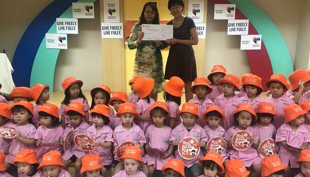 Newton Kindergarten President's Challenge Carnival (Presentation of Cheque)